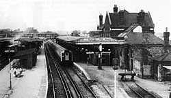 Guildford Station platform 2 & 3 in 1986