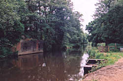 Railway bridge over the River Wey in 2001